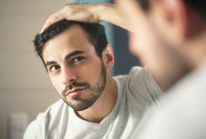 wypadanie włosów przyczyny