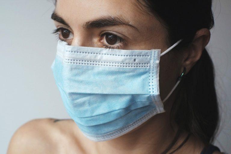 jak uniknąć zakażenia koronawirusem